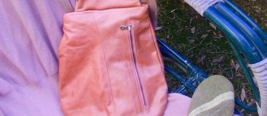 La tasca con zippona del cappotto numero 2.