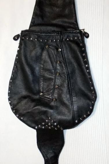La tasca è stata ricavata utilizzando la parte del soprabito con la tasca.